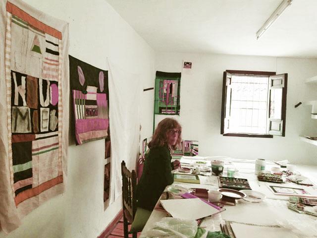 Harriet van Reek in haar atelier in Callossa