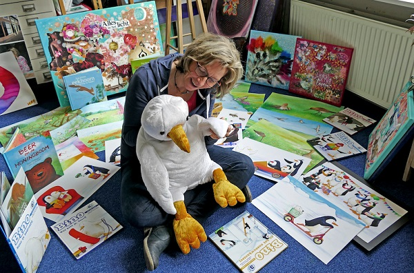 Vera leest samen met Bino...